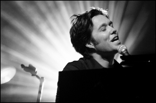 Rufus Wainwright singing
