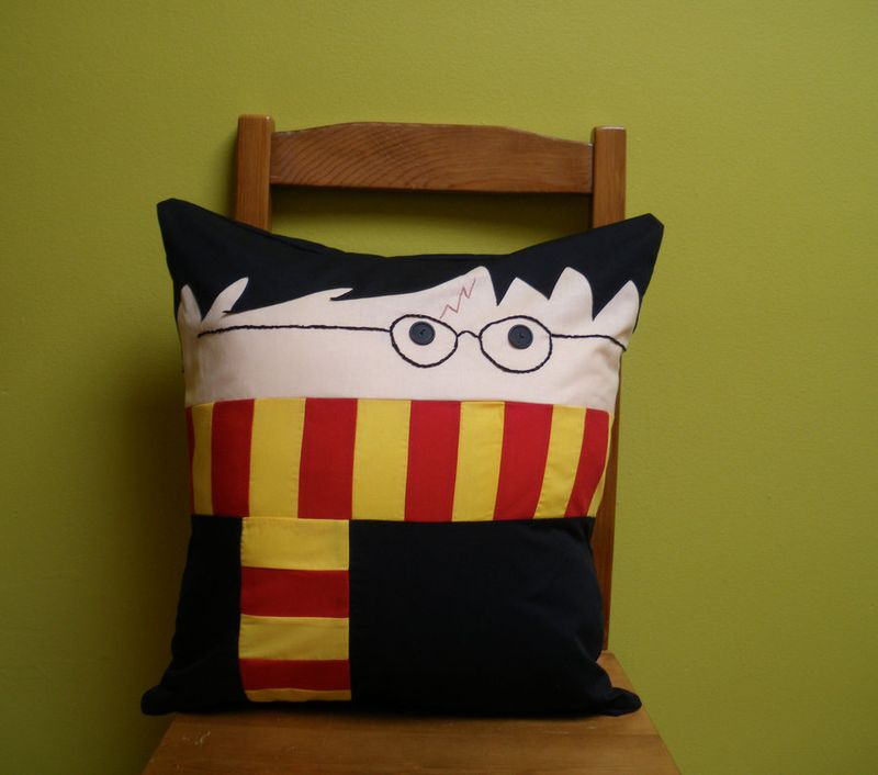Harry Potter Pillow by wdkimmy geek crafts