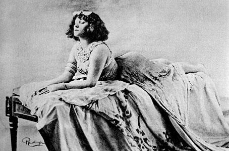 Colette portrait reclining