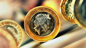 Smell of Money coin Queen Elizabeth