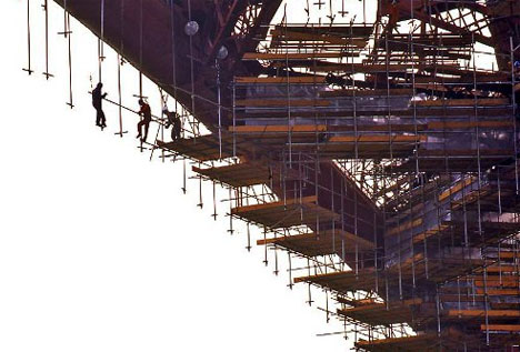 Scaffolding-hanging-suspended-sky