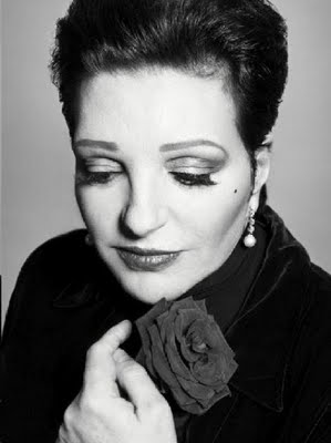 Liza Minnelli black and white with rose