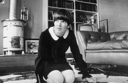 Mary Quant miniskirt knees