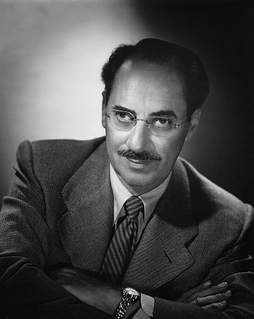 Groucho Marx arms folded