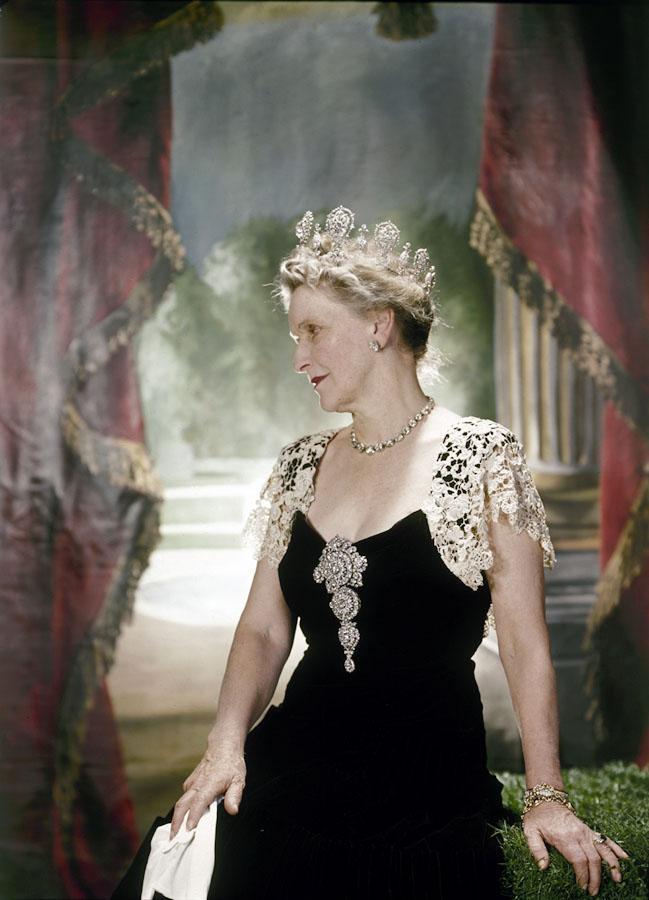 Nancy Astor formal pose
