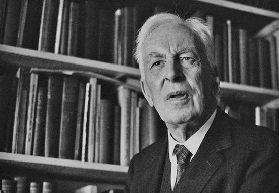 Arnold Toynbee in his library