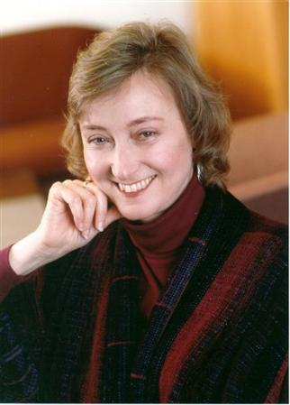 Deborah Tannen smiling