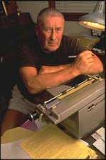 Mickey_spillane_typewriter