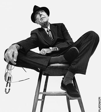 Leonard_cohen_seated_on_stool