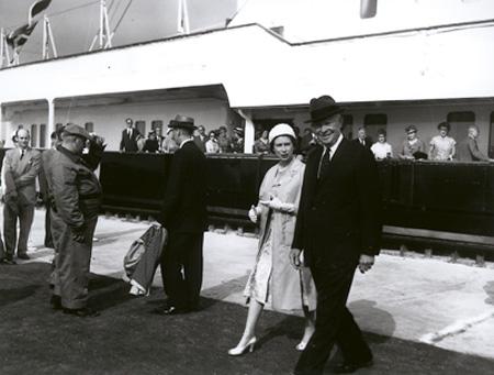 Qeii_eisenhower_1959