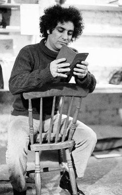 Abbie_hoffman_seated_2