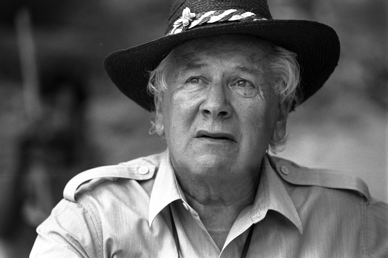 Peter_ustinov_with_hat