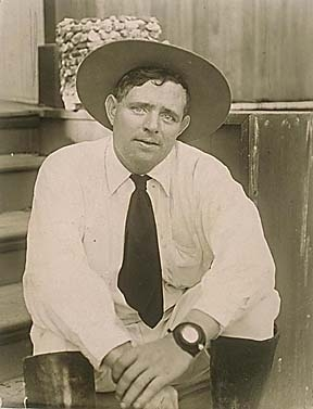 Jack_london_seated