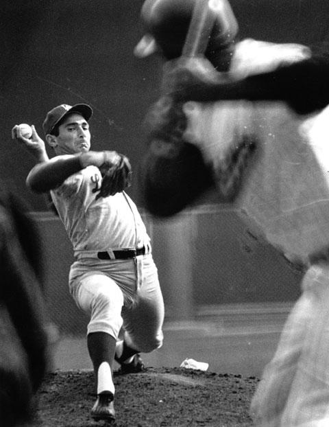 Sandy_koufax_pitching