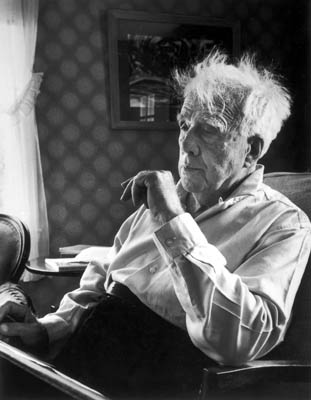Robert_frost_black_and_white