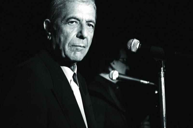 Leonard_cohen_microphone