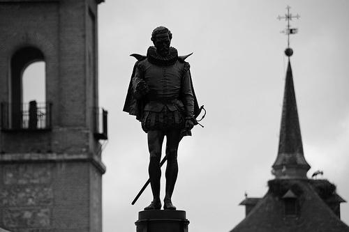 Miguel_de_cervantes_statue