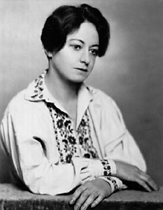 Dorothy_parker_1928_black_and_white