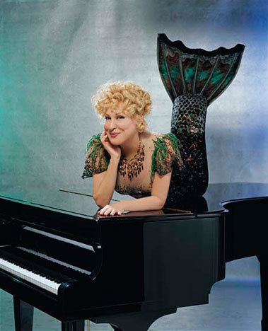 Bette_midler_in_mermaid_costume
