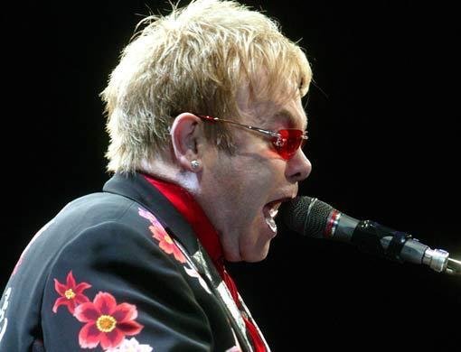 Elton_john_in_dubai