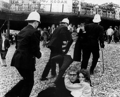 Mods_rockers_riot_1964